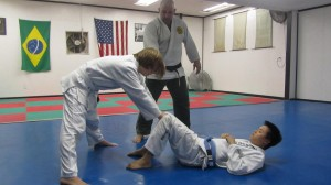 Cecilia controls Paulo's legs from his open guard